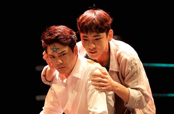 연극〈지구를지켜라〉 상품페이지 본창이동